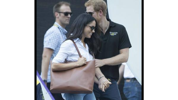 Händchenhaltend kamen und verließen Harry und Meghan das Tennismatch