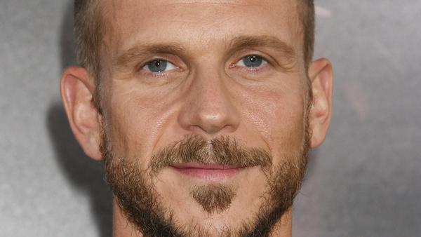 Gustaf Skarsgård hat es sich im Serien-Genre gemütlich gemacht