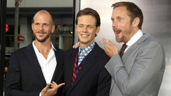 """Stolze große Brüder: Alexander (rechts) und Gustaf Skarsgård umringen ihren """"Es""""-Star Bill"""