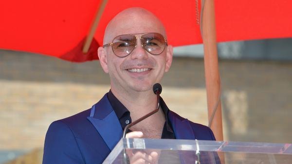 Er hat das Herz am rechten Fleck: US-Rapper Pitbull hilft Menschen in Not