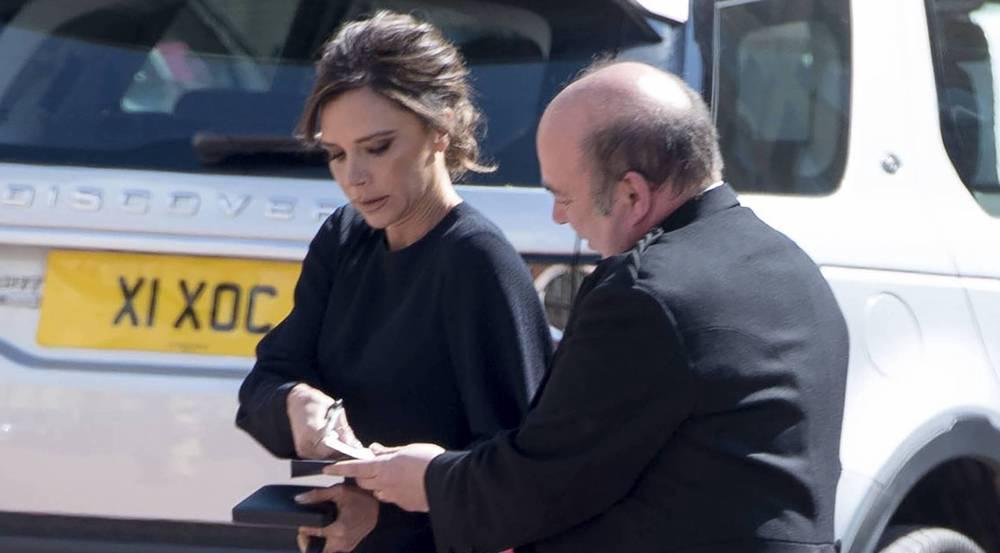 Immer im Stress: Victoria Beckham nach der Ordensverleihung im Buckingham-Palast