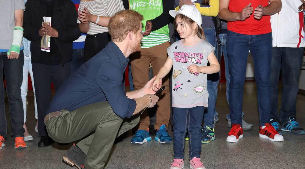 Die Schere musste Harry der kleinen Melissa - alias