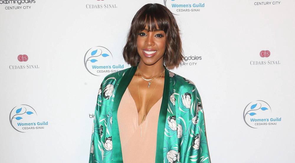 Wie gut Rosa und Grün zusammenpassen, beweist Kelly Rowland mit diesem stylischen Outfit