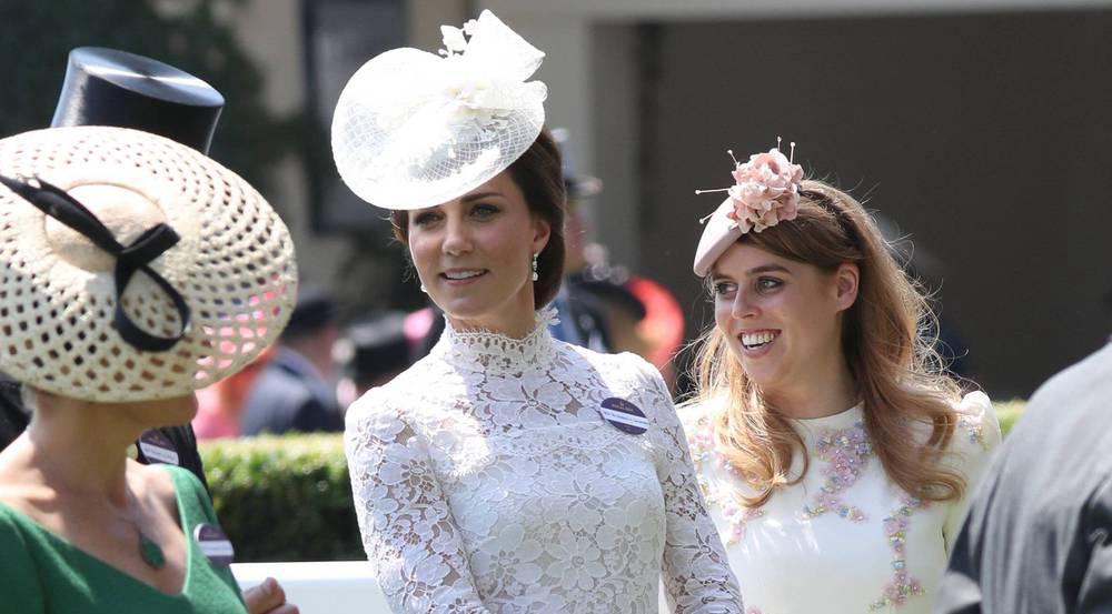 In diesem traumhaften Mini-Kleid von Alexander McQueen besuchte Herzogin Kate in diesem Jahr den Royal Ascot - Sophie Wessex (l.) kam in Grün