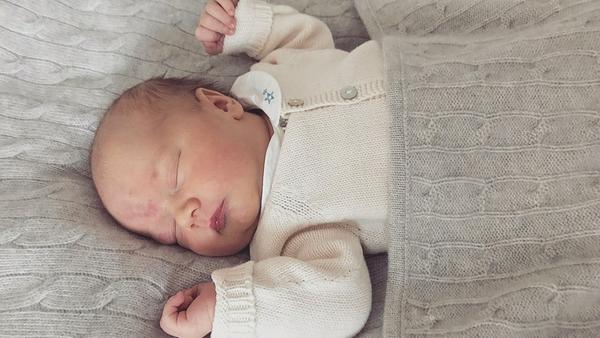 Prinz Gabriel von Schweden schläft