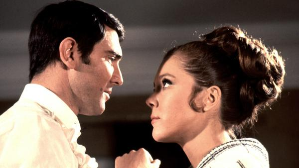 Liebe auf Italienisch: James Bond (George Lazenby) hat nur Auge für Contessa Teresa di Vincenzo (Diana Rigg)