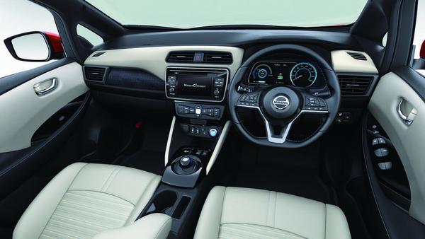 Mit Rechtssteuerung vorgestellt: Leaf-Cockpit
