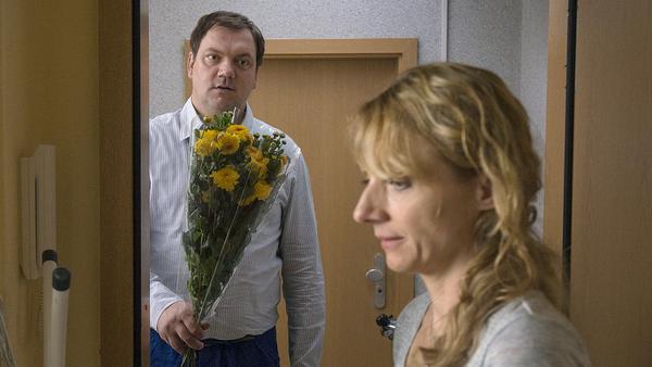 """""""Anderst schön"""": Roger (Charly Hübner) ist hin und weg von der zugezogenen Ellen (Christina Große)"""