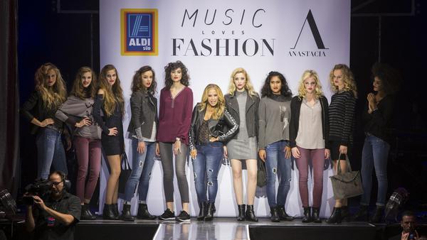 """US-Star Anastacia stellte die neue Kollektion exklusiv auf der """"Music loves Fashion""""-Show vor"""