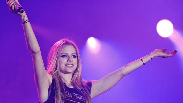 Sängerin Avril Lavigne bei einem Konzert in Paris 2001