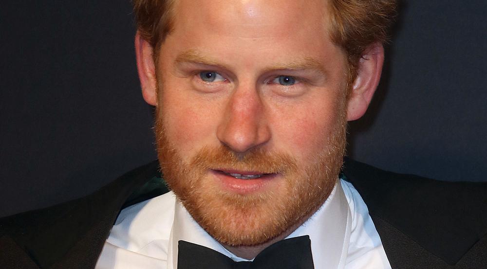 Anzüge stehen Prinz Harry jedenfalls...