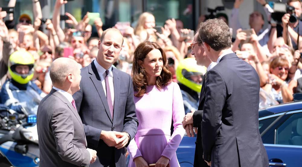 Tausende Menschen jubeln Kate und William in Hamburg zu