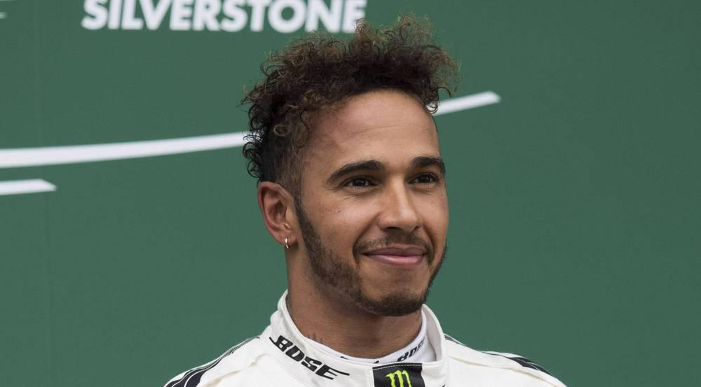 lewis hamilton sieht jetzt komplett anders aus. Black Bedroom Furniture Sets. Home Design Ideas