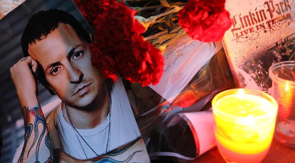 Fans in aller Welt trauern um Chester Bennington. Hier ist ein Porträt des Stars vor der US-Botschaft in Moskau zu sehen