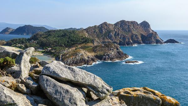 Für Fjorde muss man nicht erst nach Norwegen fahren. Im spanischen Galicien laden die Rías Baixas auf Entdeckungstour ein - ganz ohne eisige Kälte und Daunenjacke!