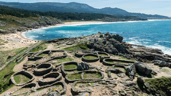 1933 wurde die keltische Siedlung Castro de Barona entdeckt und ist heute als Kulturerbe geschützt.