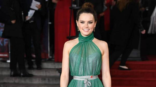 Außergewöhnliche Farbe: Daisy Ridley entschied sich für ein grünliches Kleid
