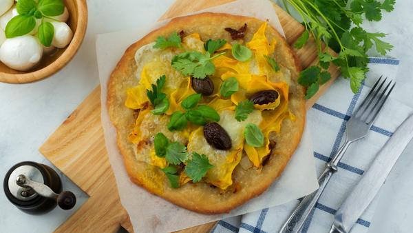 Pizza mit Kürbisbelag? Das geht wirklich und schmeckt ganz besonders gut!