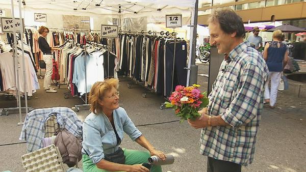 Charmant: André überrascht Marlies mit Blumen