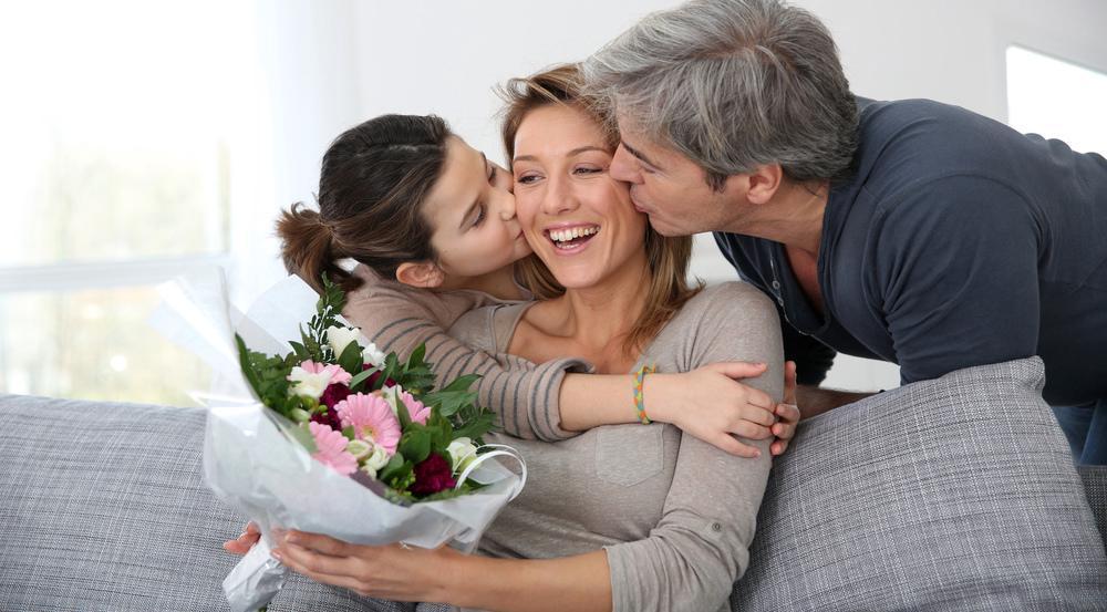 Ein Blumenstrauß geht immer, aber auch diese Last-Minute-Geschenke könnten Ihre Mutter vielleicht erfreuen