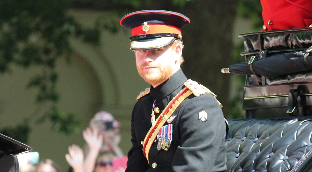 Solch eine hochoffizielle Montur will Prinz Harry bei seiner Hochzeit wohl nicht tragen