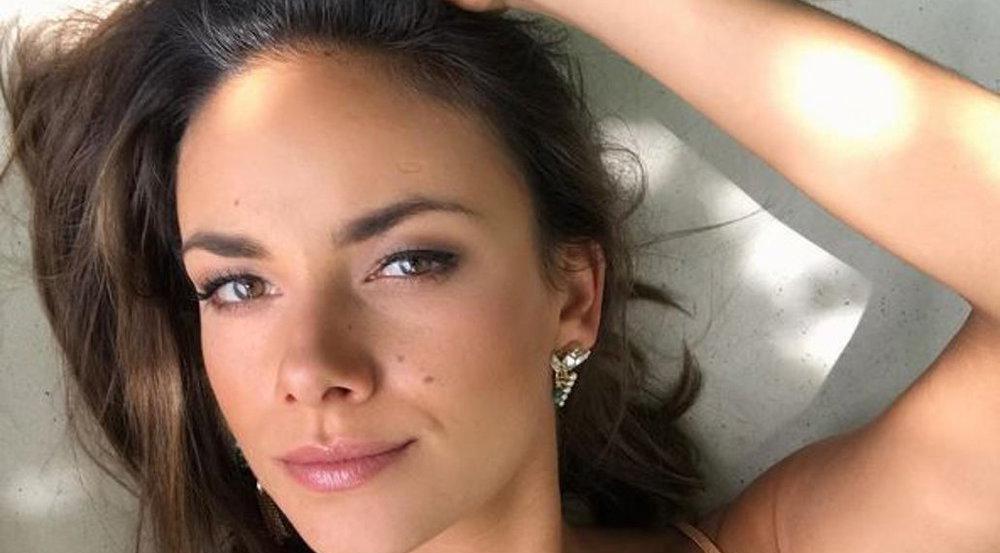 Schauspielerin Janina Uhse möchte - wie viele Frauen - auch im Sommer nicht auf ihr Make-up verzichten