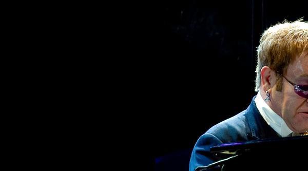 Elton John berührt mit seiner Musik die Herzen der Menschen