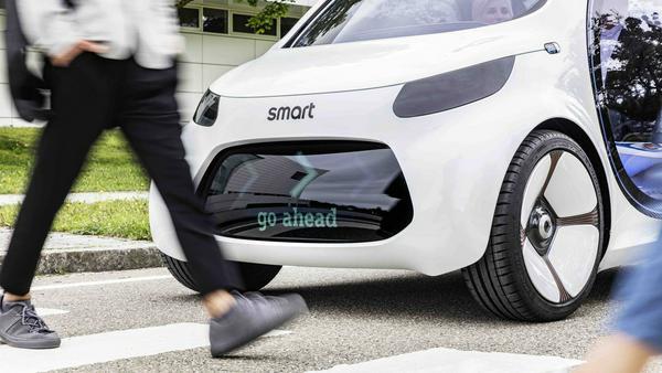 """""""Go ahead"""" signalisiert der Zukunft-Smart den Fußgängern"""