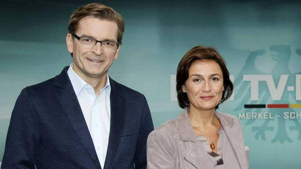 Sandra Maischberger und Claus Strunz bilden beim TV-Duell ein Team