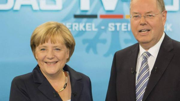 2013 trug Merkel Schwarz-Rot-Gold um den Hals