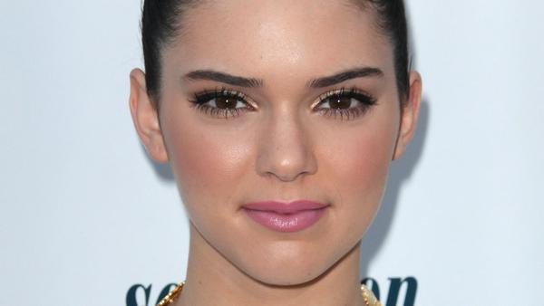 Kendall Jenner hat sich jetzt zu ihrem Pepsi-Werbe-Debakel geäußert - wenn auch nur mit einem Satz