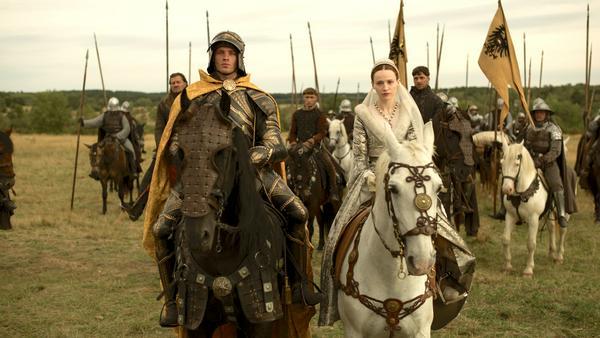 Jannis Niewöhner und Christa Théret als Maximilian I. und Maria von Burgung