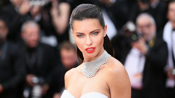 """""""Victoria's Secret""""-Engel Adriana Lima hat eine teuflisch gute Ausstrahlung"""