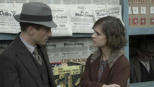 """Volker Bruch alias Gereon Rath und Liv Lisa Fries alias Charlotte Ritter in """"Babylon Berlin"""""""