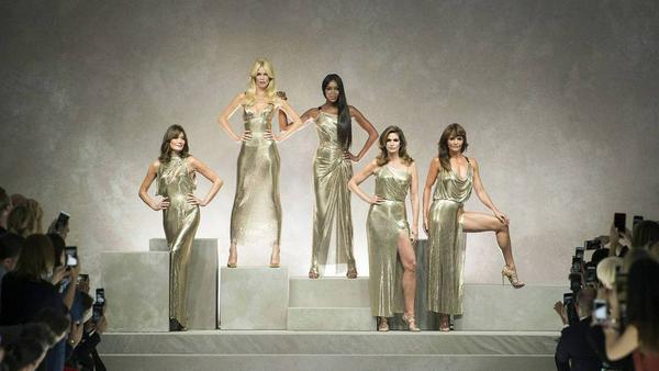 Sie haben es in den Model-Olymp geschafft: Carla Bruni, Claudia Schiffer, Naomi Campbell, Cindy Crawford und Helena Christensen (v.l.n.r.)
