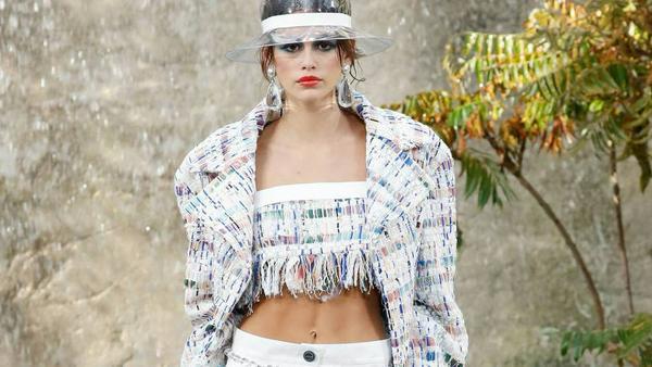 Kaia Gerber in Chanel auf der Paris Fashion Show