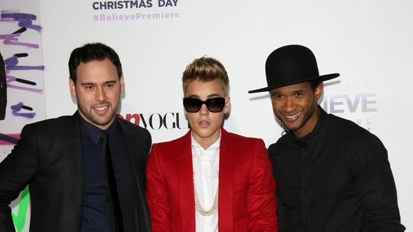 Kurz vor dem großen Sturm: Scooter Braun (li.) Ende 2013 mit Justin Bieber und Usher (re.)
