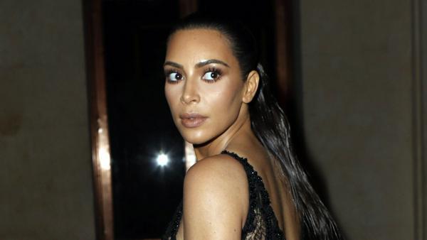 Hat Kim Kardashian ihr Hinterteil sonst immer mit Photoshop bearbeitet?