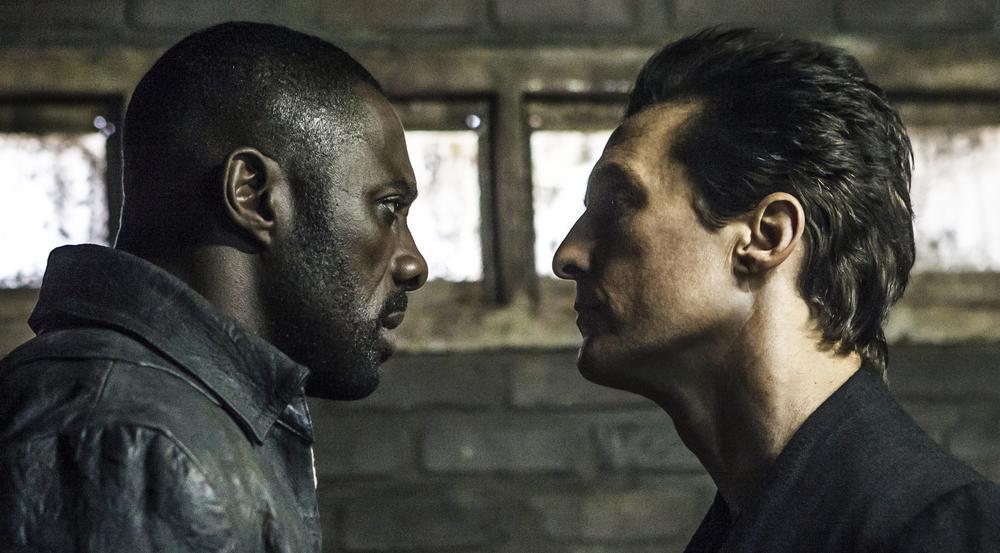 Revolvermann Roland (Idris Elba, l.) und sein Gegenspieler Walter (Matthew McConaughey) fechten eine schier unendliche Schlacht aus