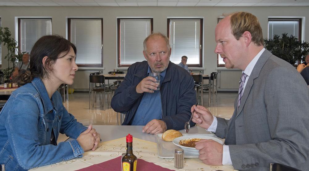 Borowski (Axel Milberg, M.) und Brandt (Sibel Kekilli, l.) ermitteln ein letztes Mal Seite an Seite
