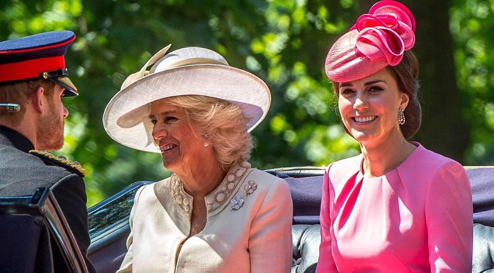 Herzogin Kate (r.) und Herzogin Camilla gemeinsam bei