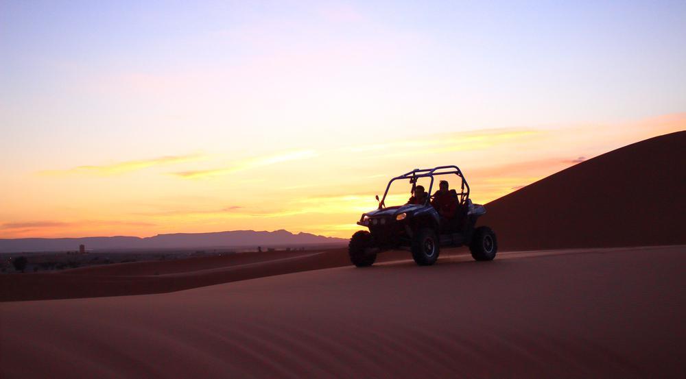 Dubais Wüste lässt sich auf vielfältige Art und Weise erkunden