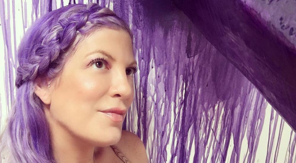 Tori Spelling präsentiert ihre neue Haarfarbe