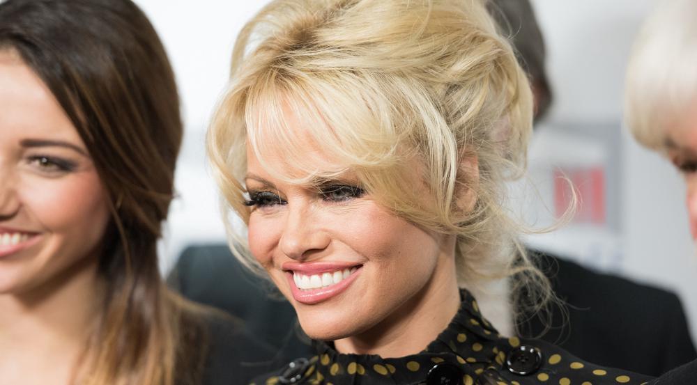 Pamela Anderson verbindet schon lange eine enge Freundschaft mit Julian Assange - oder ist es doch mehr?
