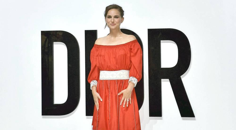 Lady in Red: Natalie Portman bei der Dior for Love Show