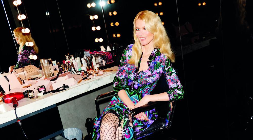 Claudia Schiffer mit Netzstrümpfen aus ihrer Kollektion