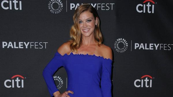 Stilsicher in Blau: Schauspielerin Adrianne Palicki