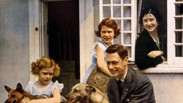 Albert und Elizabeth mit den Töchtern Elizabeth und Margaret (l.)