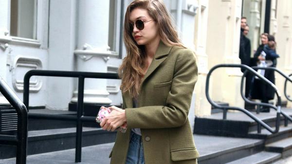 Gigi Hadid macht im Longcoat die Straßen von New York unsicher