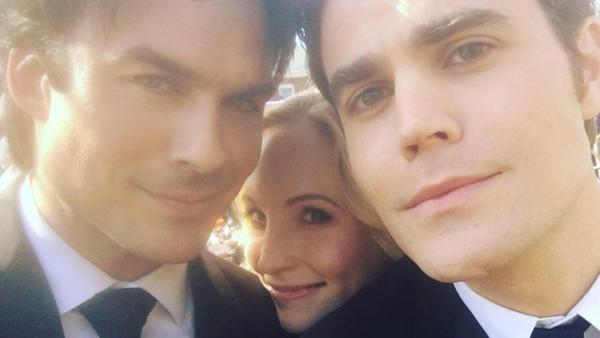 """Candice King mit Ian Somerhalder (l.) und Paul Wesley bei den Dreharbeiten zur achten Staffel von """"Vampire Diaries"""""""